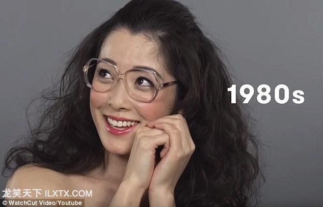 1980s: 中国进入市场经济,西方审美扩大影响。女性开始佩戴透明边框的眼睛,并且烫发