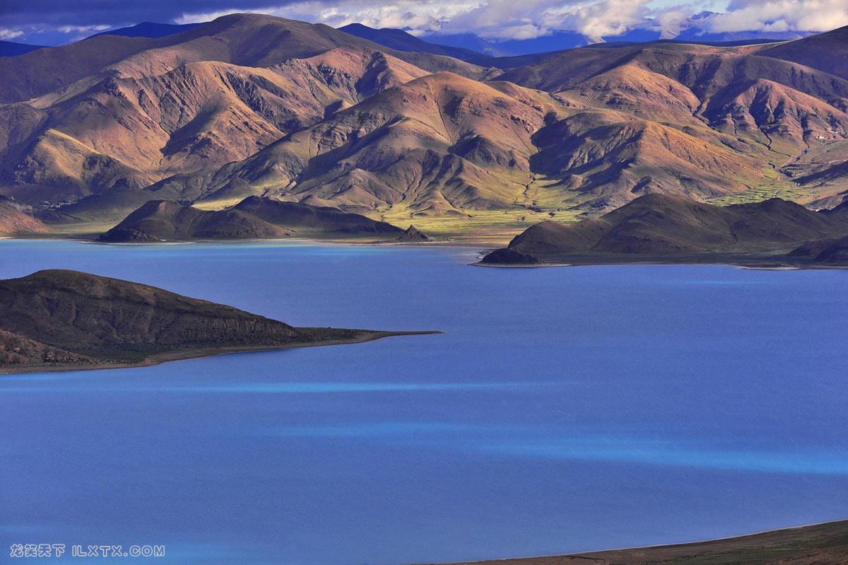 西藏山南地区的羊卓雍湖 - 20150901