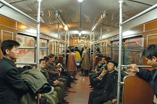 朝鲜与韩国公共场所对比照